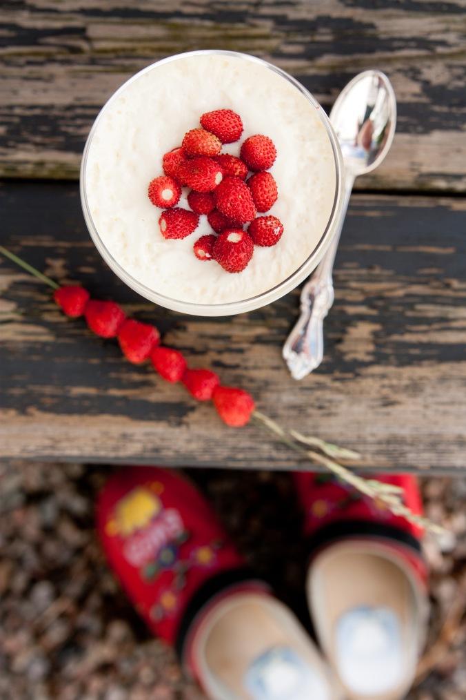 150720 Dessert rabarber och jordgubbar-3987-2